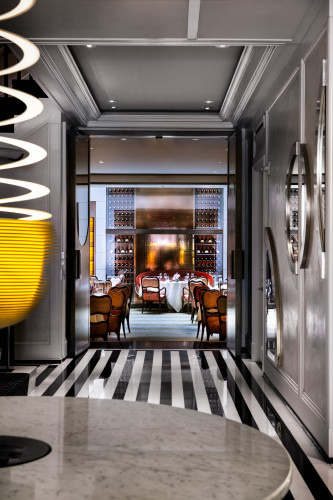 The mark hotel gallery photos of nyc 39 s most boldly for Luxury hotel offers
